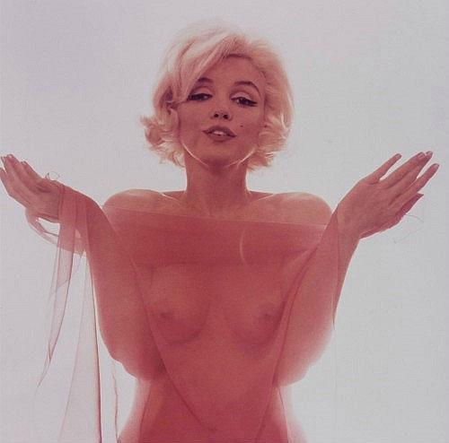 Marilyn Monroe In Bed Glamorous Marilyn Monroe Exhibition